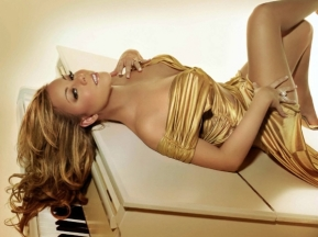 mariah-carey-on-piano-580x435